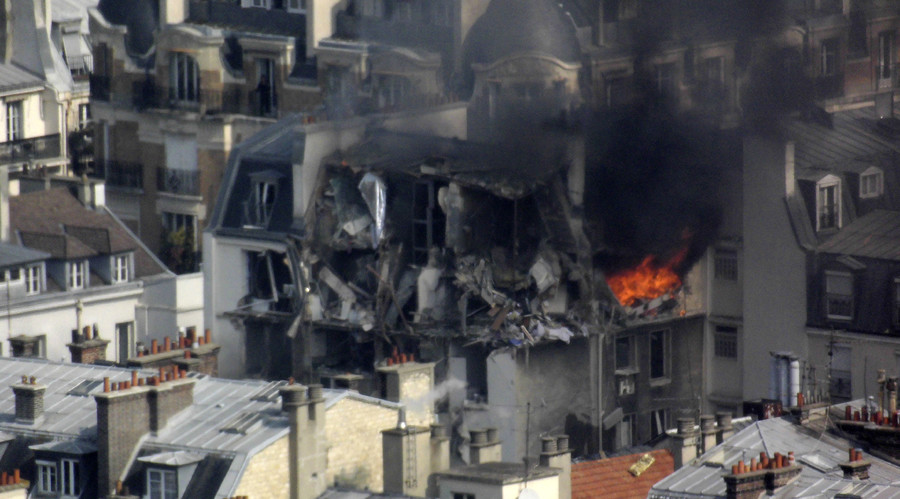 17 injured as huge gas explosion hits residential building in central Paris (VIDEOS, PHOTOS)