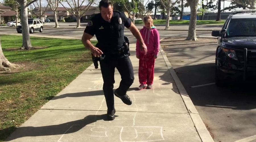 Cop plays hopscotch with homeless girl after rich neighbors snitch on her 'suspicious' behavior