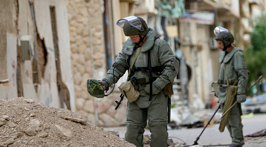 Russians continue to clear ISIS mines in Palmyra, as locals return (PHOTOS)