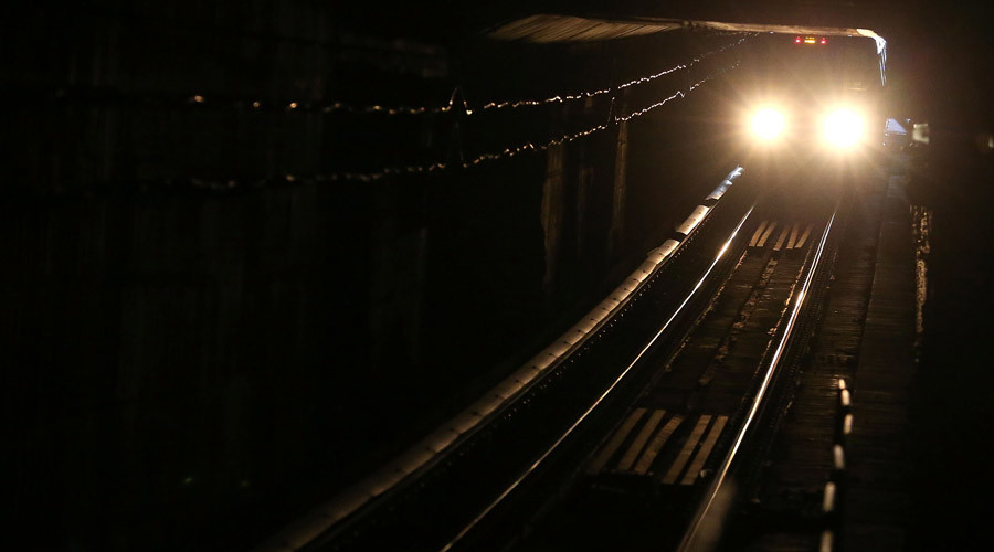 154 people stuck on train in underwater tunnel to DC