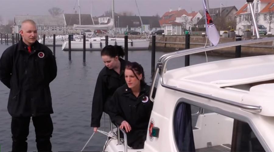 Far-right 'pirates' go refugee hunting on Danish-Swedish border (VIDEO)
