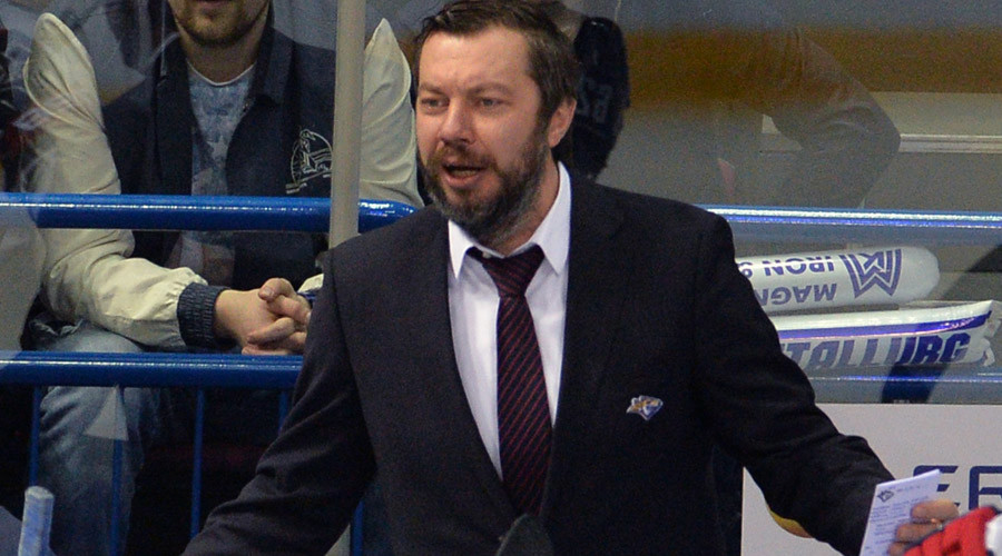 Hockey shave-off: Russian coach left with half a beard after victory promise (PHOTOS)