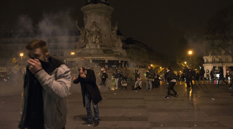 Police use teargas, arrest 12 anti-govt protesters in Paris as rally turns violent (VIDEO)