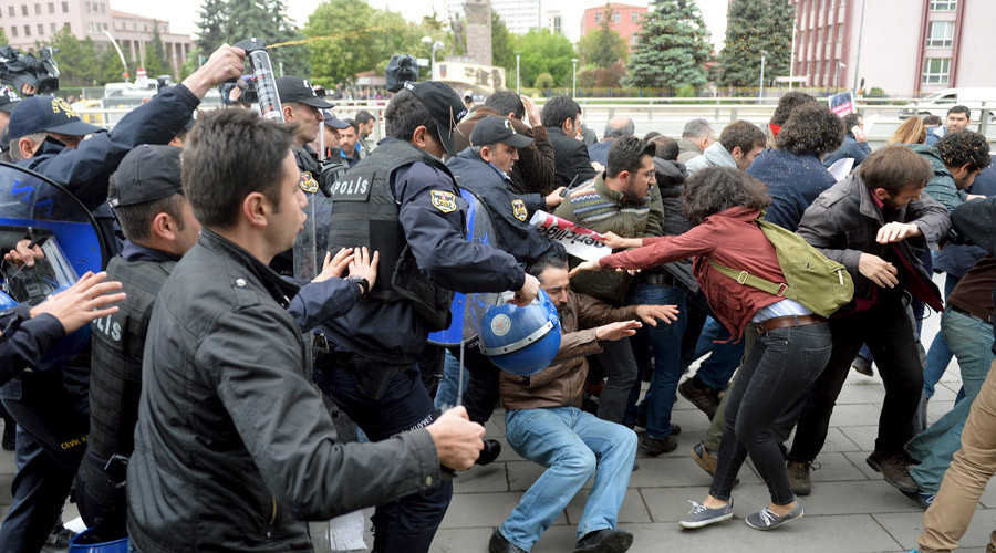Turkish police disperse pro-secularism rally protesting suggested religious constitution