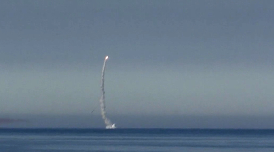Submerged Russian nuclear sub fires Kalibr cruise missile in Arctic drills (VIDEO)