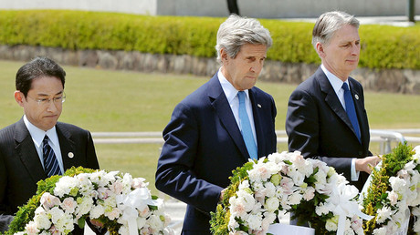 U.S. Secretary of State John Kerry (2nd L) prepares to lay a wreath at the cenotaph with Japan's Foreign Minister Fumio Kishida (L), Britain's Foreign Minister Philip Hammond and other fellow G7 foreign ministers at Hiroshima Peace Memorial Park and Museum in Hiroshima, Japan April 11, 2016. © Kyodo