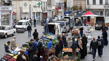 People shop at a market in the neighbourhood of Molenbeek © Yves Herman