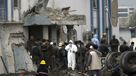Afghan security forces inspect the site of suicide car bomb attack on a government security building in Kabul, Afghanistan April 19, 2016. © Ahmad Masood