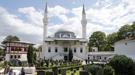 A general view shows the Sehitlik-Moschee mosque after Friday prayers during Ramadan in Berlin, Germany © Fabrizio Bensch