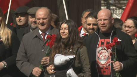 MMA fighter Jeff Monson turns up as Russian communist leader's sidekick for Lenin's bday (VIDEO)