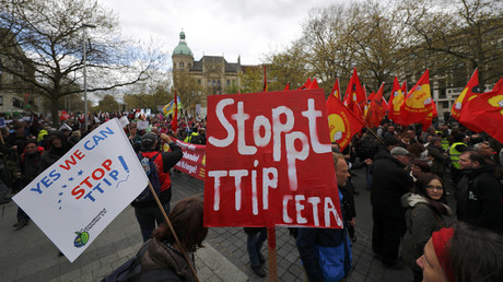Protesters demonstrate against against Comprehensive Economic and Trade Agreement (CETA) and Transatlantic Trade and Investment Partnership (TTIP) agreements ahead of U.S. President Barack Obama's visit in Hanover, Germany April 23, 2016. © Kai Pfaffenbach