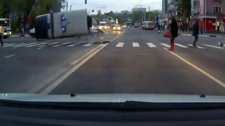 © Осторожно! Дураки на дороге!