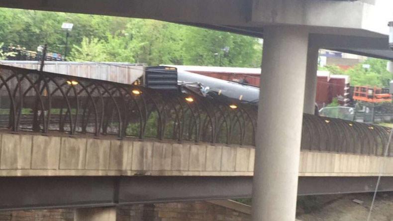 Train derails in DC, leaks hazardous material (PHOTOS, VIDEO)