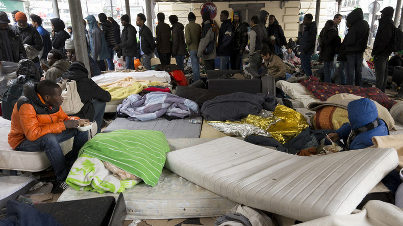 Huge migrant camp evacuated from under Stalingrad metro station in Paris (PHOTOS)
