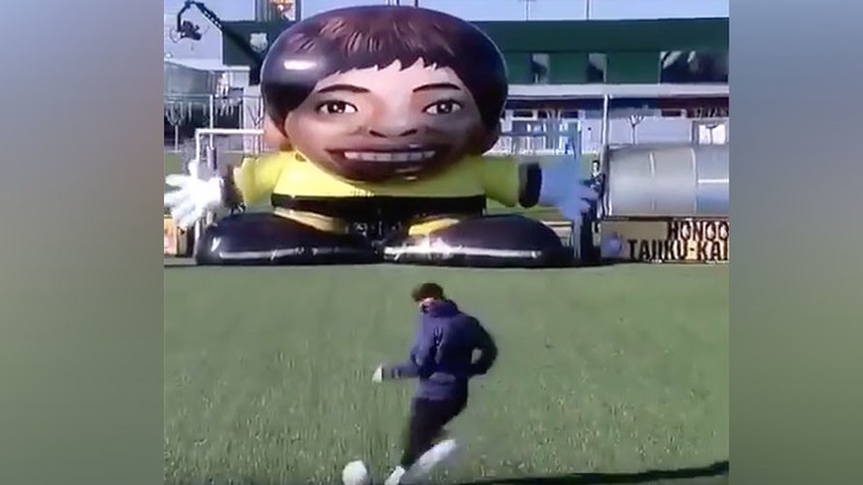 Lionel Messi takes on giant robot keeper – and wins! (VIDEO)