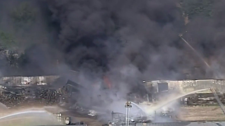 Massive four-alarm fire rages in Houston warehouse (PHOTOS,VIDEO)