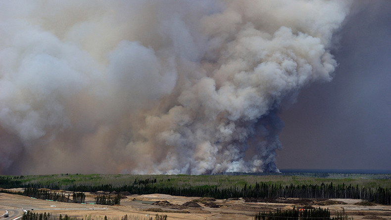 'Air tankers won't stop Alberta fire': Massive Canadian blaze spreads to 85,000 hectares