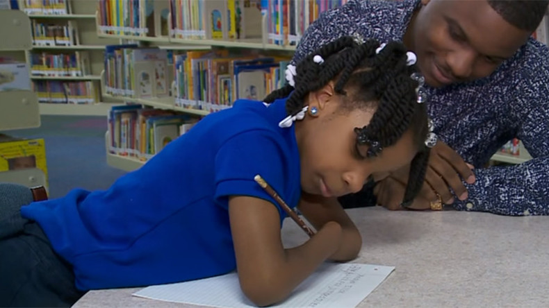 7-year-old girl without hands wins national penmanship award