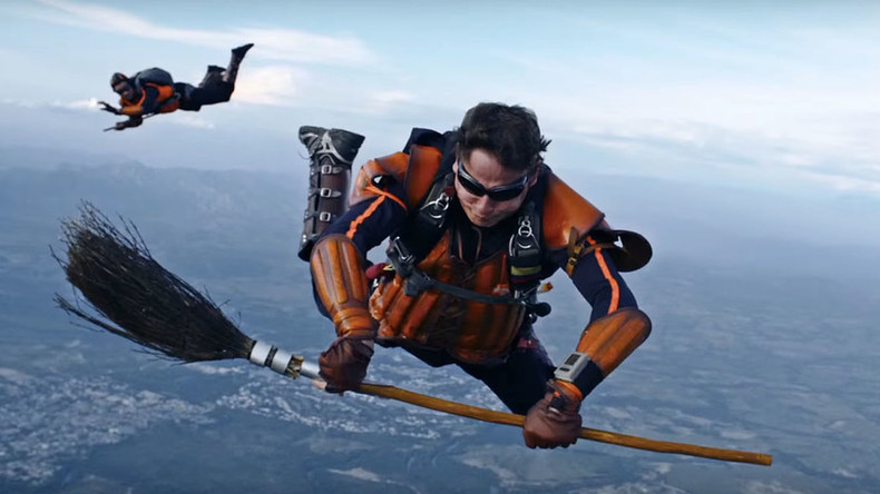 Mile-high magic: Skydivers play Harry Potter game Quidditch while plummeting to Earth (VIDEO)