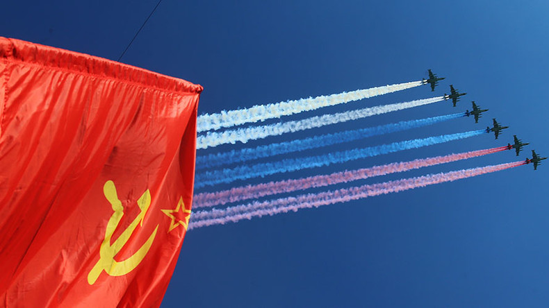 Battle-tested hardware, jets over Moscow & female officers: Best moments from V-Day parade (VIDEOS)