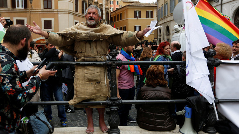 Italian right wing seeks referendum to overturn gay union recognition