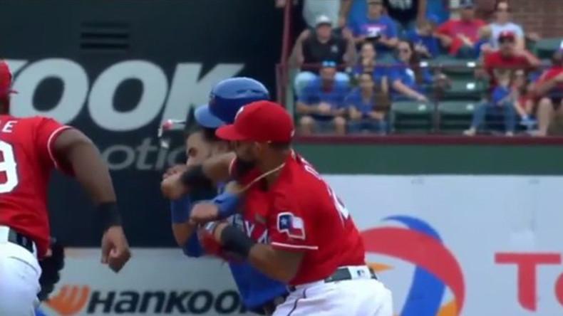 Major brawl in MLB game (VIDEO)