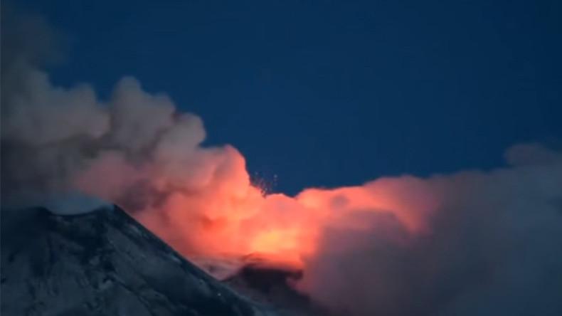 Raging inferno: Watch Mount Etna set Italian sky on fire (PHOTOS, VIDEO)