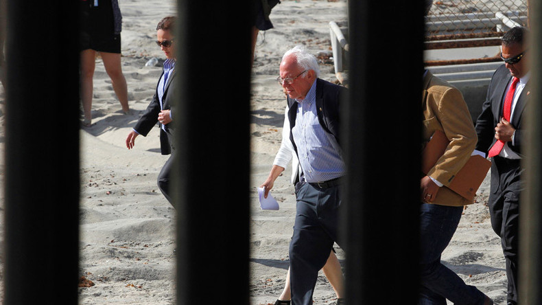 Bernie Sanders visits US-Mexican border, slams Obama's deportation policies (PHOTOS, VIDEO)
