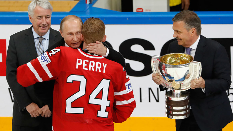 Putin makes surprise appearance to congratulate Canada after World Hockey final in Moscow (VIDEO)
