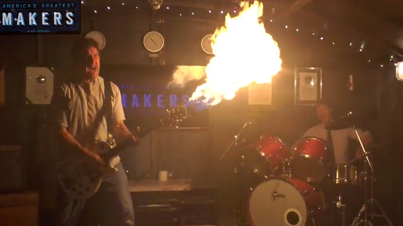 Mad ax man: Fiery licks banged out on flamethrowing guitar (VIDEO)