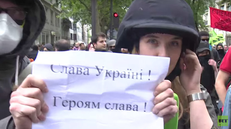 RT reporter Anna Baranova harassed by 'pro-Ukraine' protesters during Paris demo