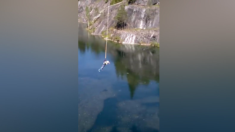 Faulty bungee smashes teenage girl into rocks (VIDEO)