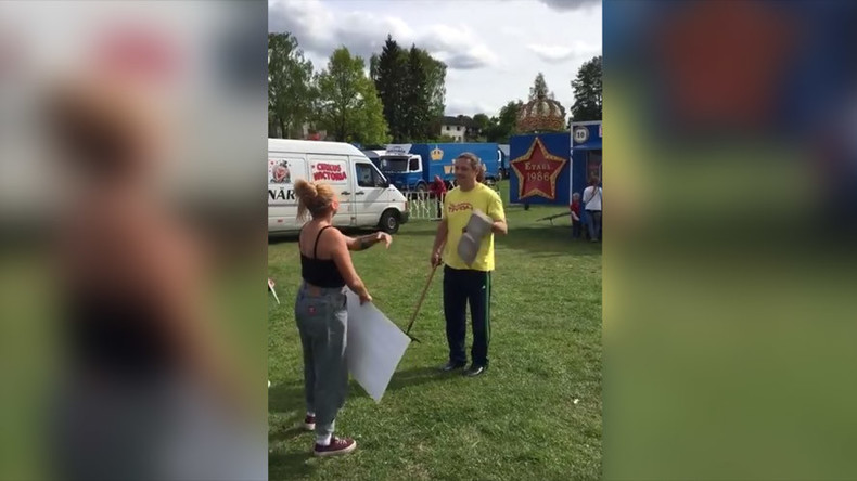 Circus worker in Sweden throws poo at animal rights protesters (VIDEO)