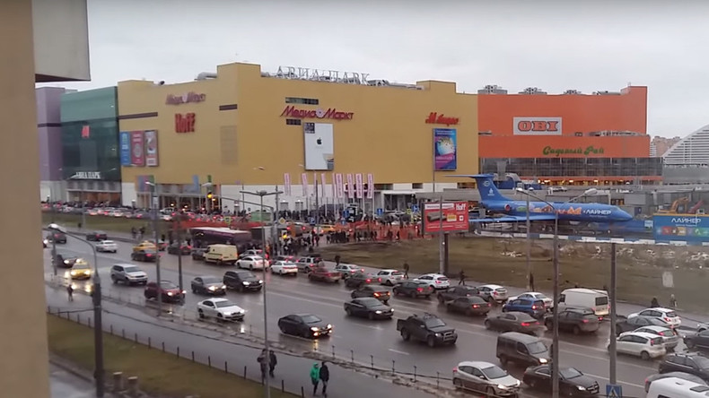 Hundreds evacuated from major shopping mall in Moscow 'over bomb threat' – sources