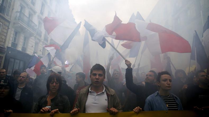 Far-right anti-migrant rally sweeps Paris (VIDEO, PHOTOS)