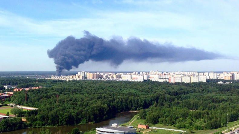 Massive fire near Moscow engulfs warehouse storing gas cylinders