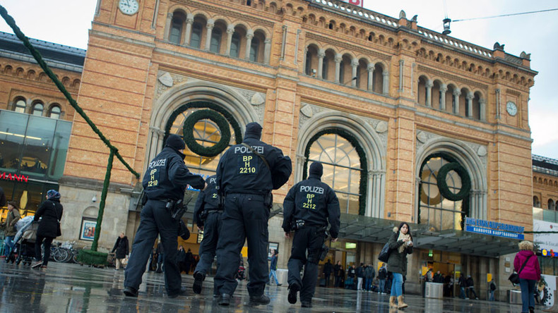 'Surprise the unbelievers': 15yo German girl knifed policewoman 'under orders from ISIS'