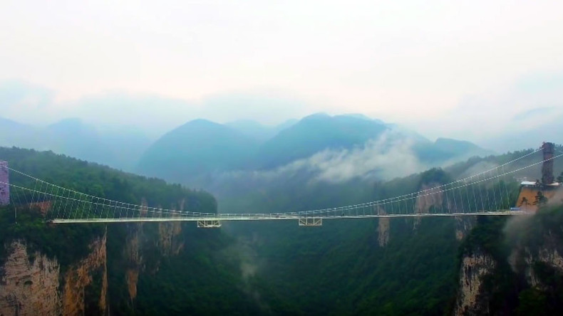 Skywalkers: China builds terrifying glass bridge over giant canyon (VIDEO)