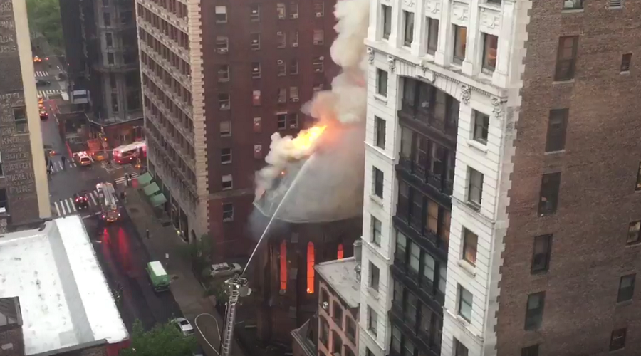 Huge blaze devastates Serbian Orthodox Church in Manhattan on Easter Sunday (VIDEO)