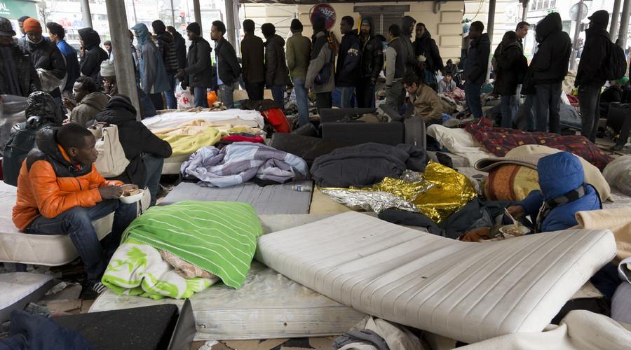 Huge migrant camp evacuated from under Stalingrad metro station in Paris (PHOTOS)