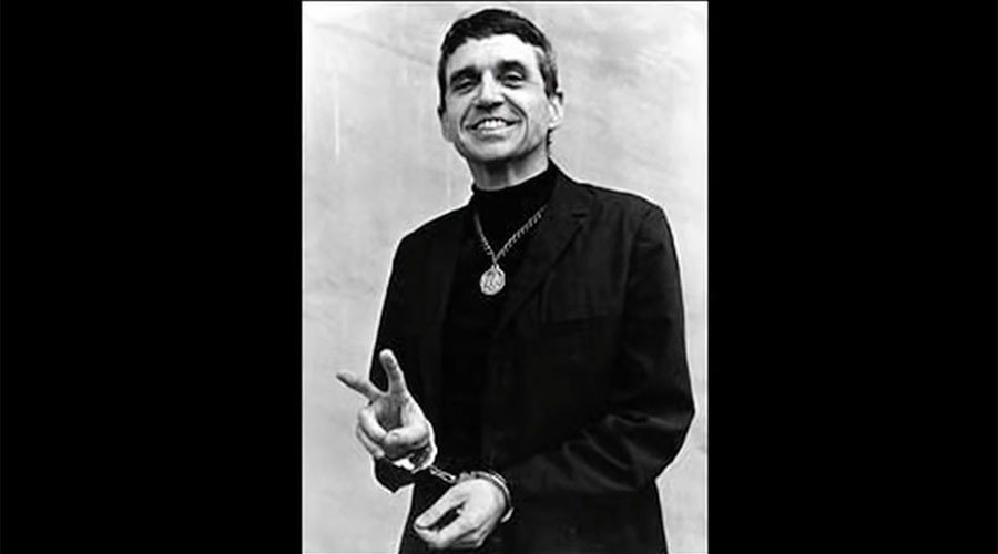 Radical activist Daniel Berrigan, 1st priest on FBI most wanted list, dies at 94