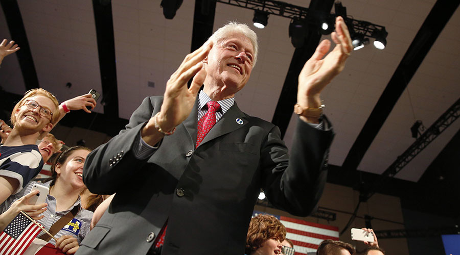 Really, Bill? Ex-prez Clinton serves up… fried chicken to black people in Kentucky