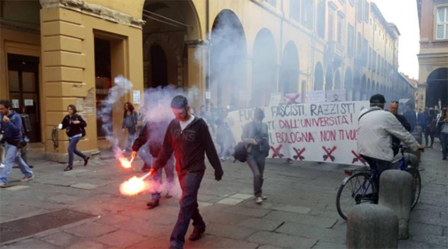 Italian police violently disperse anti-fascist protesters in Modena (VIDEO)