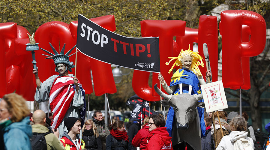 'Slippery fish' Cameron is duping the public, TTIP is threat to NHS, critics say