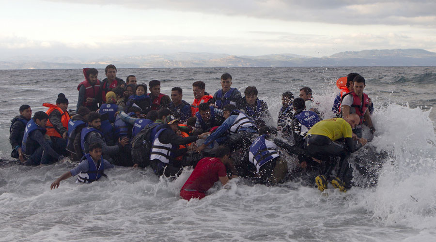 Smugglers made $6bn from illegal migrant trafficking to EU last year - report