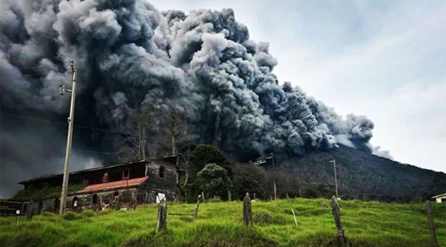 Hell opens? Costa Rica volcano erupts, spewing ash, column of smoke (PHOTOS)
