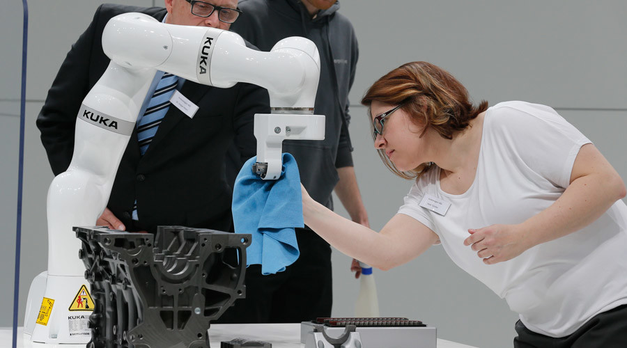 'Pain-feeling' robot under work in Germany