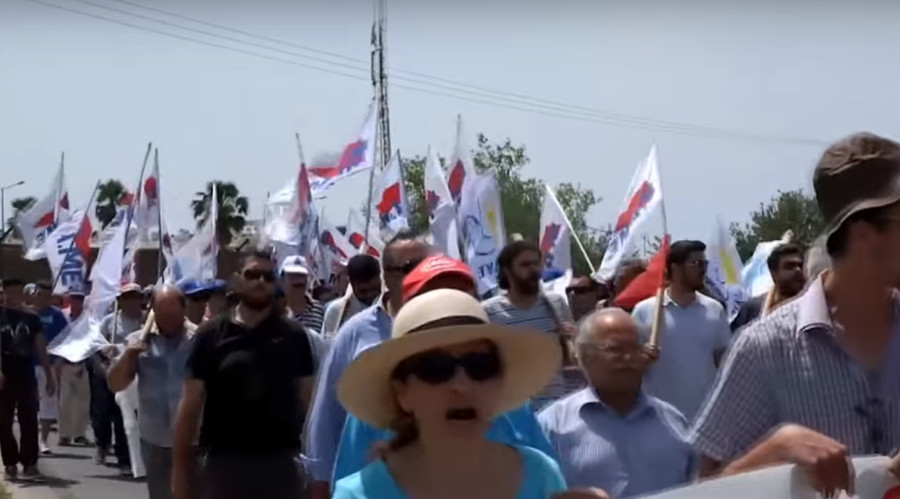 Greek protesters burn NATO & EU flags at Crete military base (VIDEO)