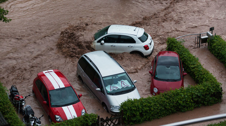 Flooding chaos causes death & destruction in southern Germany (VIDEO)