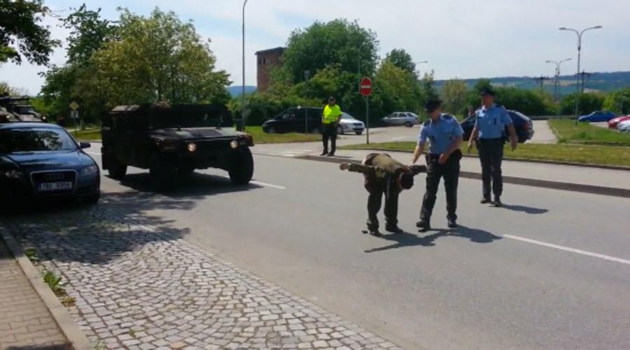 Czech veteran moons US convoy in anti-Nato protest (VIDEO)